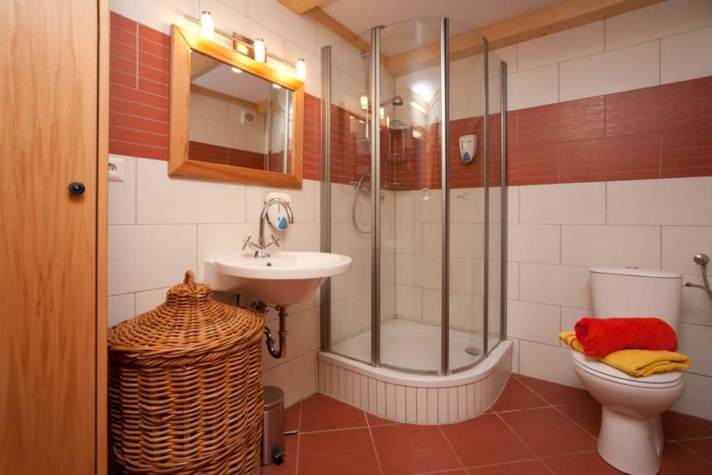 Badezimmer der Behausungen der Buschenschenke Irregger